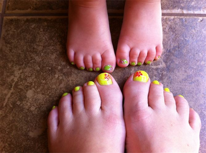 9 12 Cute Mother and daughter with Matching Nails 2015 12 Cute Mother and daughter with Matching Nails 2015 925