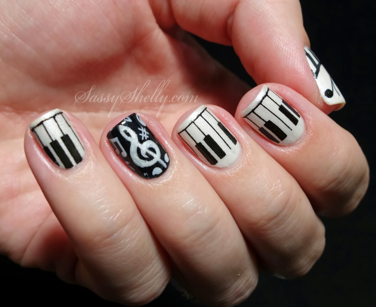 black and white nail art designs 22 25 Unique Black and White Nail Art Designs 2015 25 Unique Black and White Nail Art Designs 2015 black and white nail art designs 22
