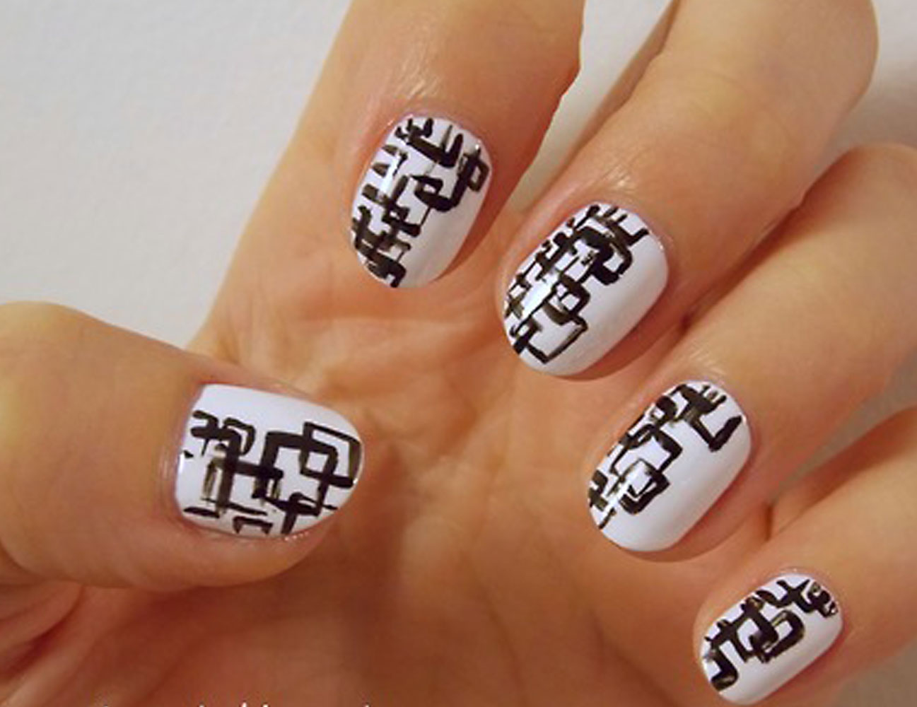 black and white nail art designs 24 25 Unique Black and White Nail Art Designs 2015 25 Unique Black and White Nail Art Designs 2015 black and white nail art designs 24