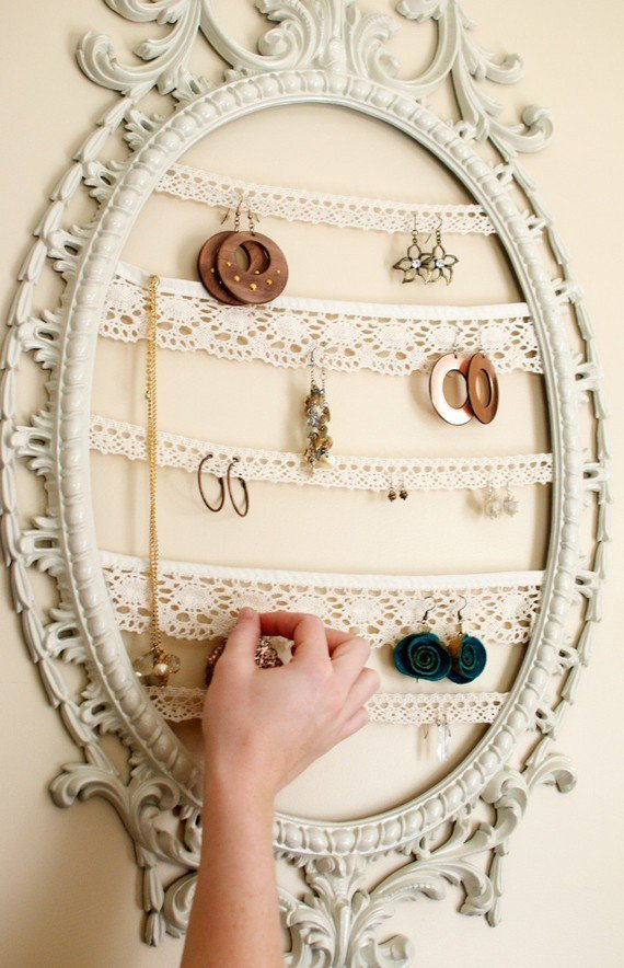 bedroom-decor-earrings-frame-jewelry 32 Ways to Organize Your Stuff Perfectly in Daily Routine 32 Ways to Organize Your Stuff Perfectly in Daily Routine bedroom decor earrings frame jewelry