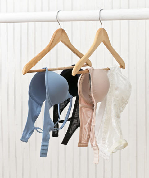 hanging-bras 32 Ways to Organize Your Stuff Perfectly in Daily Routine 32 Ways to Organize Your Stuff Perfectly in Daily Routine hanging bras