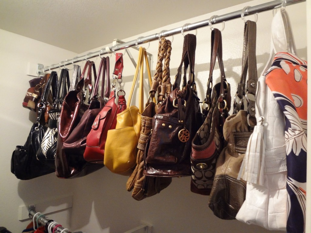 purses-hung-on-rod 32 Ways to Organize Your Stuff Perfectly in Daily Routine 32 Ways to Organize Your Stuff Perfectly in Daily Routine purses hung on rod