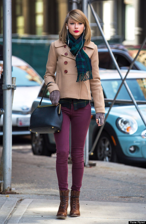 Taylor Swift Shopping In NYC 25 Taylor Swift's Best Street Style 2015 Looks 25 Taylor Swift's Best Street Style 2015 Looks Swift looked Casually in Peacoat and Skinny Jeans