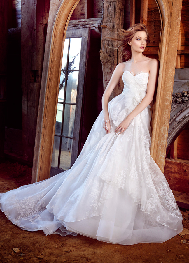 wedding dress 16 Awesome Wedding Dresses 2015/16 By Lazaro 16 Awesome Wedding Dresses 2015/16 By Lazaro wedding dress3