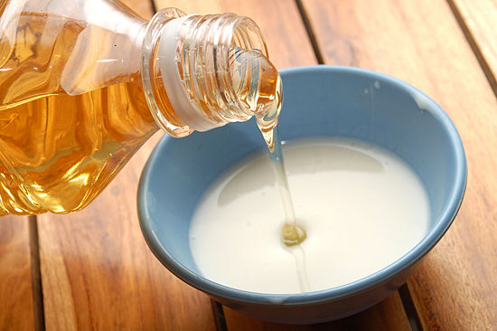 milk-and-honey-face-mask 10 Best Natural Ways To Get Rid Of Wrinkles 10 Best Natural Ways To Get Rid Of Wrinkles milk and honey face mask