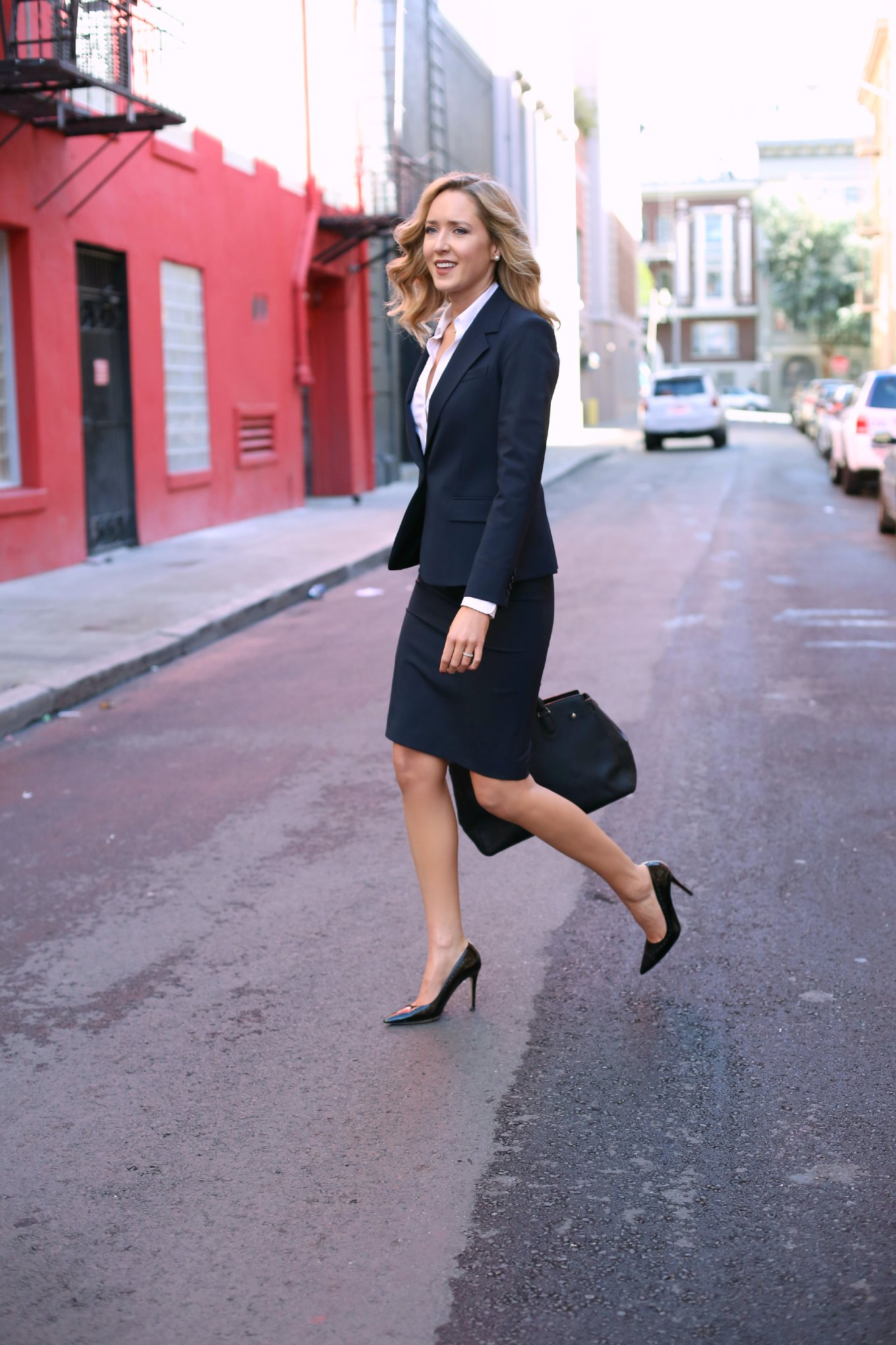 best-suit-work-wear-staples-essentials-every-business-woman-needs-classic-professional-what-to-wear-to-an-interview-attire-mary-orton-memorandum-fashion-style-blog-1  Work It: What To Wear From 9-5 best suit work wear staples essentials every business woman needs classic professional what to wear to an interview attire mary orton memorandum fashion style blog 1
